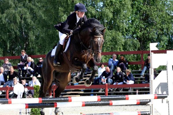 Silje Ludvigsen og Leonce L (e.Leonce) vant både 2.kvalifisering og finalen i 6-års klassene sponset av vår samarbeidspartner Tobajo Sporthorses   Foto: Avlshest.no